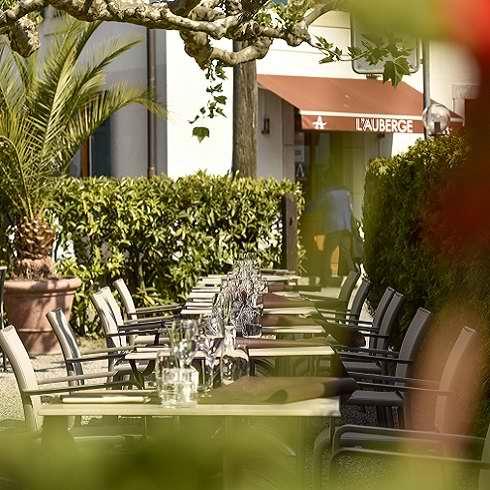 Profitez de notre terrasse pour vos evenements prives au restaurant l Auberge de Chambesy suisse